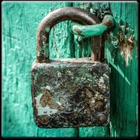 Regelmäßigen backuppen, zeitnahes updaten und keine Plugins von Drittanbietern